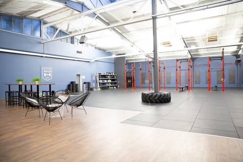 Crossfit Maschinenhalle mit Geräten