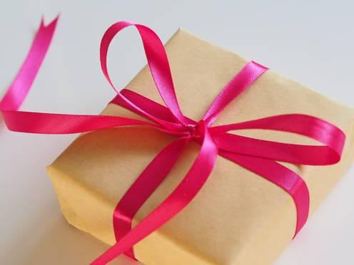Geschenk mit Schleife