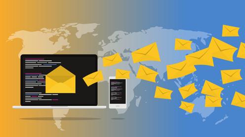 Mails flattern über die Weltkarte